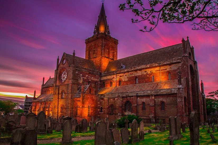 1200px-St._Magnus_Cathedral_at_Sunset